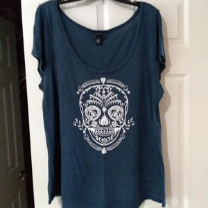 Torrid Blue Skull Scoop Neck Shirt Size 2 (18/20)